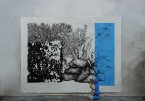 In search of Miraculous Tribute.  Rosana Antoli. 135 x 100 cm.Tinta y acrílico sobre papel, piedras locales,ramas. Londres, 2013